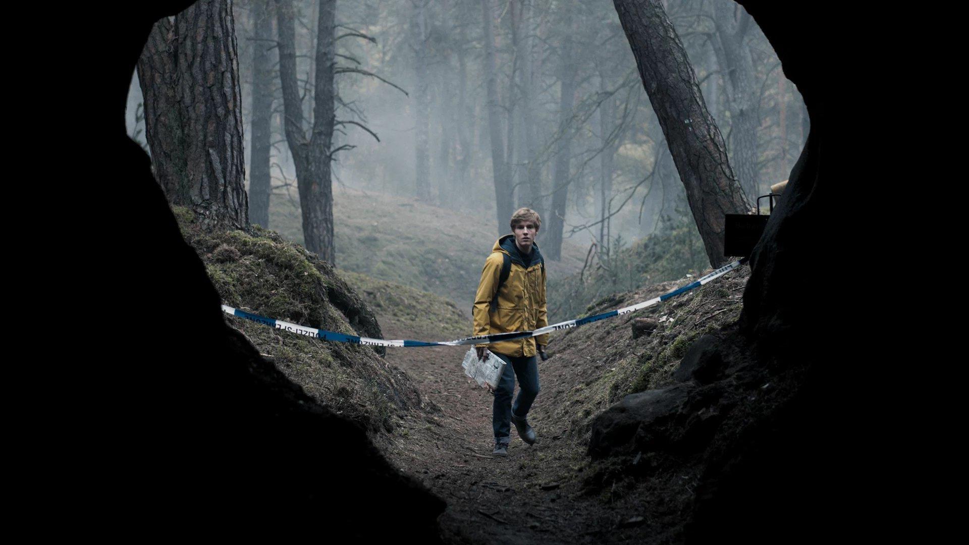 DARK (S01E07): Crossroads Summary - Season 1 Episode 7 Guide