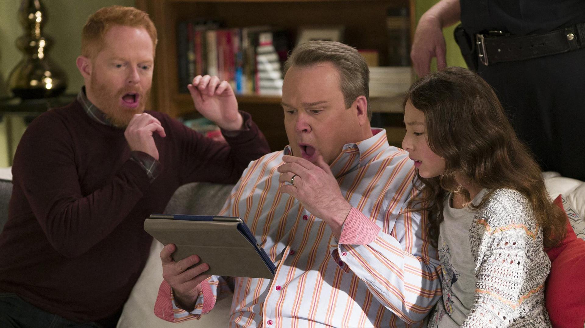 finding fizbo summary modern family season 8 episode 15 episode guide